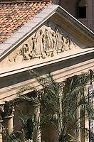 Europe/France/Provence-Alpes-Côte d'Azur/13/Bouches-du-Rhône/Marseille : Le Panier - La vieille charité ancien hospice édifiée entre 1671 et 1749 sur les plans des frères Puget - Elle abrite aujourd'hui le musée d'Archéologie méditerranéenne, le Musée d'arts africains, océaniens, amérindiens (MAAOA) et le centre de poésie et des expositions temporaires
