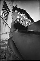 Europe/France/Provence-Alpes-Côte d'Azur/13/Bouches-du-Rhône/Marseille:Restaurant chez Fonfon  au Port du Vallon des Auffes ,un des hauts lieux de la Bouillabaisse