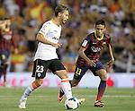 Valencia's Sergio Canales (l) and FC Barcelona's Neymar Santos Jr during La Liga match.September 1,2013. (ALTERPHOTOS/Acero)