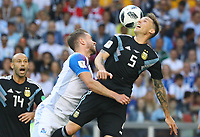 Karl Arnason (Island, Iceland) gegen Lucas Biglia (Argentinien, Argentina) - 16.06.2018: Argentinien vs. Island, Spartak Stadium Moskau
