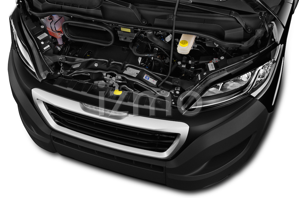 Car Stock 2017 Peugeot Boxer l2h2-extended 4 Door Combi Engine  high angle detail view