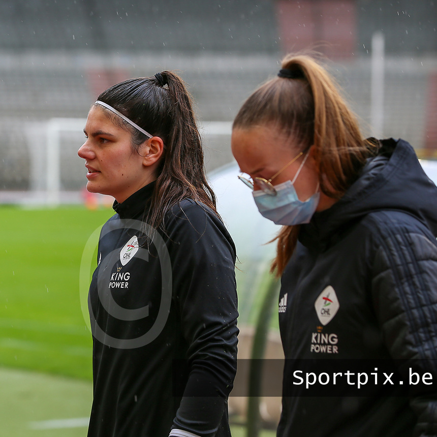Goalkeeper Louise Van Den Bergh (1) of OHL pictured before a female soccer game between RSC Anderlecht Dames and Oud Heverlee Leuven on the seventh matchday of play off 1 of the 2020 - 2021 season of Belgian Womens Super League , saturday 15 th of May 2021  in Brussels , Belgium . PHOTO SPORTPIX.BE | SPP | SEVIL OKTEM