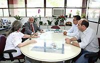 O governador Simão Jatene visitou na manhã desta segunda-feira (21), o Instituto Evandro Chagas, em Ananindeua, onde foi recebido pela diretora Elizabeth Santos.<br /> Na foto o governador Simão Jatene (e) e Elizabeth Santos, diretora do Instituto.<br /> <br /> FOTO: CRISTINO MARTINS/AG. PARÁ<br /> DATA: 21-02-2011<br /> ANANINDEUA-PARÁ