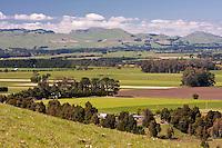 Farmland, looking toward Ruahine Range south of Napier, from Highway 2, north island, New Zealand.
