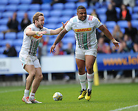 Kyle Sinckler of Harlequins scores a breakaway try as Charlie Walker of Harlequins congratulates him during the Aviva Premiership match between London Irish and Harlequins at the Madejski Stadium on Sunday 1st May 2016 (Photo: Rob Munro/Stewart Communications)