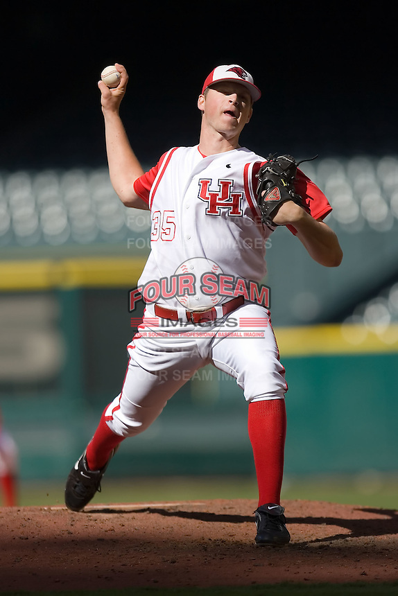 Relief pitcher David McClain #35 of the Houston Cougars in action versus the UC-Irvine Anteaters in the 2009 Houston College Classic at Minute Maid Park February 28, 2009 in Houston, TX.  The Anteaters defeated the Cougars 13-7. (Photo by Brian Westerholt / Four Seam Images)