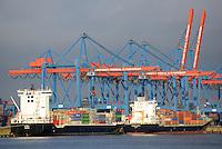 Container Terminal Altenwerder mit Feeder Schiffen: EUROPA, DEUTSCHLAND, HAMBURG, (EUROPE, GERMANY), 05.03.2011: Container Terminal Altenwerder mit FeederSchiffen, Verteilung der Container in Norddeutschland, Skandinavien und das Baltikum
