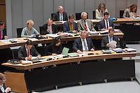 """Plenarsitzung des Berliner Abgeordnetenhaus der laufenden Legislaturperiode am Donnerstag den 26. Mai 2016.<br /> Im Bild vlnr.: Bausenator Andreas Geisel (SPD); Dilek Kolat, stellv. Buergermeisterin und Senatorin fuer Arbeit, Integration und Frauen (SPD); Frank Henkel, 2. Buergermeister und Senator fuer Inneres und Sport (CDU); Michael Mueller, Regierender Buergermeister (SPD) unterhalten sich waehrend der Aktuellen Stunde zum Thema """"Masterplan Integration"""".<br /> 26.5.2016, Berlin<br /> Copyright: Christian-Ditsch.de<br /> [Inhaltsveraendernde Manipulation des Fotos nur nach ausdruecklicher Genehmigung des Fotografen. Vereinbarungen ueber Abtretung von Persoenlichkeitsrechten/Model Release der abgebildeten Person/Personen liegen nicht vor. NO MODEL RELEASE! Nur fuer Redaktionelle Zwecke. Don't publish without copyright Christian-Ditsch.de, Veroeffentlichung nur mit Fotografennennung, sowie gegen Honorar, MwSt. und Beleg. Konto: I N G - D i B a, IBAN DE58500105175400192269, BIC INGDDEFFXXX, Kontakt: post@christian-ditsch.de<br /> Bei der Bearbeitung der Dateiinformationen darf die Urheberkennzeichnung in den EXIF- und  IPTC-Daten nicht entfernt werden, diese sind in digitalen Medien nach §95c UrhG rechtlich geschuetzt. Der Urhebervermerk wird gemaess §13 UrhG verlangt.]"""