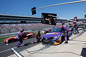 2017 Monster Energy NASCAR Cup Series<br /> O'Reilly Auto Parts 500<br /> Texas Motor Speedway, Fort Worth, TX USA<br /> Sunday 9 April 2017<br /> Denny Hamlin, FedEx Office Toyota Camry pit stop<br /> World Copyright: Matthew T. Thacker/LAT Images<br /> ref: Digital Image 17TEX1mt1461