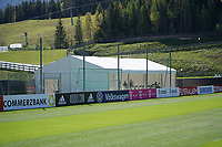 Fitnesszelt wird aufgebaut - Seefeld 26.05.2021: Trainingslager der Deutschen Nationalmannschaft zur EM-Vorbereitung