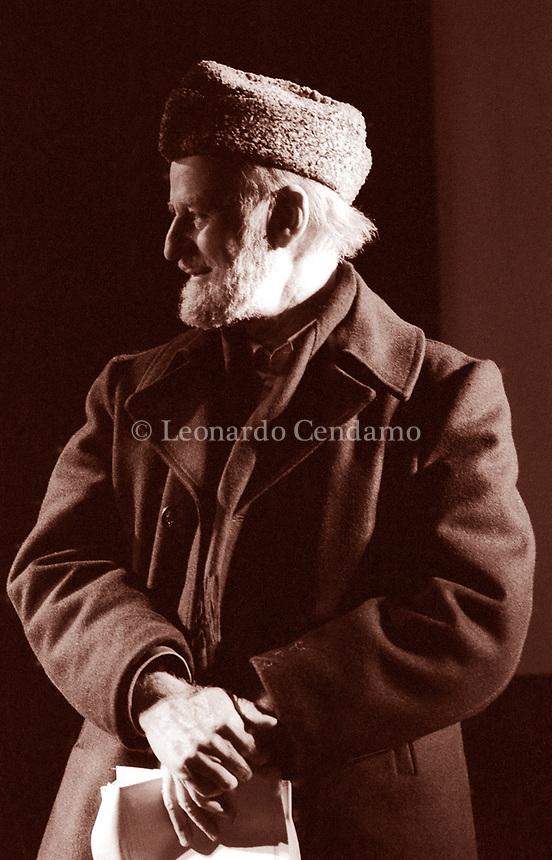 Lawrence  Ferlinghetti, è stato un poeta, editore e libraio statunitense. Poesia Milano. Milano, 15 dicembre 1982. Photo by Leonardo Cendamo/Getty Images