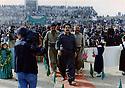 Iraq 1997 . Kosrat Rasul with Sheikh jaffar on the right, arriving at the rally of PUK in Koysanjak .Irak  1997 .Kosrat Rasoul avec Sheikh jaffar a droite, arrivant au stade de Koysanjak pour la manifestation de l'UPK