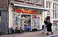 Nederland  Amsterdam   feb. 2021.   Kleine supermarkt in de 9 Straatjes. Berenstraat. Deze supermarkten worden voornamelijk door toeristen bezocht.  Foto Berlinda van Dam / HH / ANP.