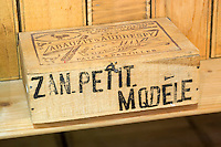 Europe/France/Languedoc-Roussillon/30/Gard /Uzès:Vieille caisse de boites de Zan,  Musée du Bonbon  Haribo