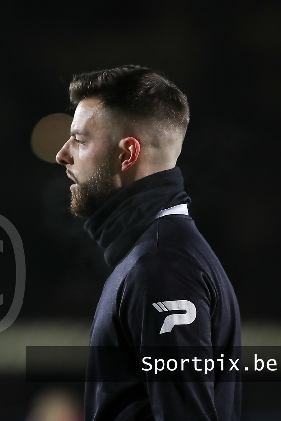 Assistant referee Thibaut Hoste pictured after the warm up before  a female soccer game between FC Femina White Star Woluwe and Club Brugge YLA on the eleventh matchday of the 2020 - 2021 season of Belgian Scooore Womens Super League , Friday 22 January 2021  in Woluwe , Belgium . PHOTO SPORTPIX.BE | SPP | SEVIL OKTEM