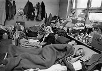 Gorazde / Bosnia 1995. Profughi ospitati in una scuola. Per tre anni l'enclave musulmana di Gorazde rimase circondata e sotto il tiro delle truppe serbo bosniache. Internal displaced people sheltered in a school. During the war the muslim enclave of Gorazde remains surrounded by bosnian serb troops.<br /> Photo Livio Senigalliesi