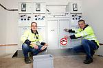 Foto: VidiPhoto<br /> <br /> APELDOORN – Werknemers van Liander bij de elektrische installatie ten behoeve van de oplaadpalen voor elektrische stadsbussen in Apeldoorn.