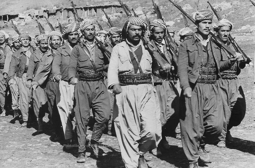 Iraq 1974 <br /> The resumption of hostilities,military training for the peshmergas  <br /> Irak 1974 <br /> La reprise de la lutte armée, entrainement des peshmergas dans un camp militaire
