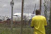 Campinas - SP, 16/01/2021 - Campinas (SP), 16/01/2021 - Saude - O aviao que iria buscar vacinas de Oxford na India voltou neste sabado (16) para Campinas, interior de Sao Paulo depois um desencontro entre o governo brasileiro e o indiano, a aeronave deve partir, ainda na tarde de hoje, com destino a Manaus, para levar cilindros de oxigenios ao Amazonas, que vive um colapso na saude.. Foto: Denny Cesare/Codigo 19 (Foto: Denny Cesare/Codigo 19/Codigo 19)