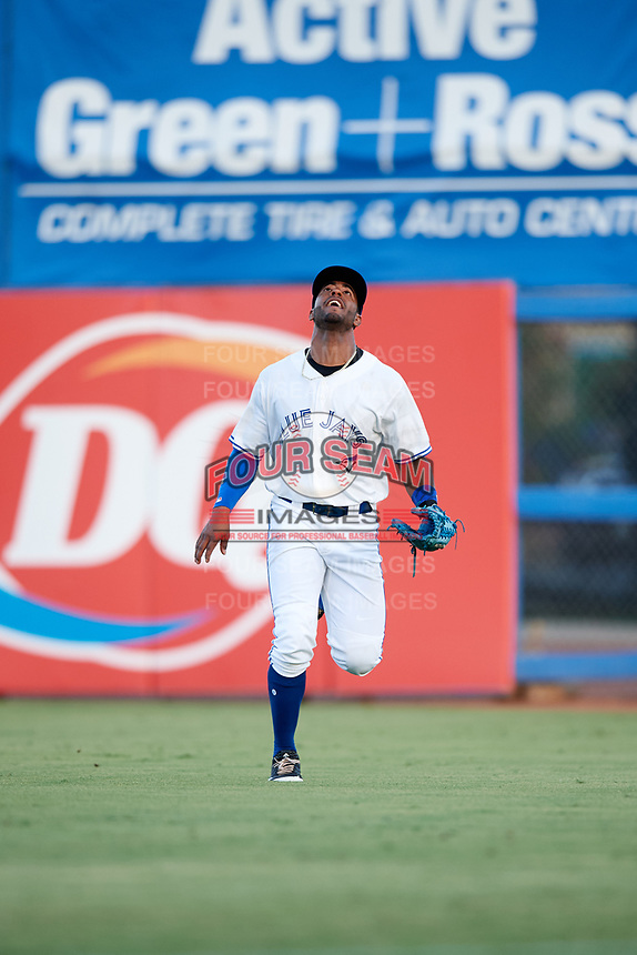 Dunedin Blue Jays right fielder Joshua Palacios (7) attempts to catch a fly ball during a game against the Tampa Tarpons on June 2, 2018 at Dunedin Stadium in Dunedin, Florida.  Dunedin defeated Tampa 4-0.  (Mike Janes/Four Seam Images)