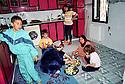 Syria 2000 <br /> Qamishli:  In the kitchen of a wealthy Kurdish family, women fixing lunch  <br /> <br /> Syrie 2000 <br /> Dans la cuisine d'une famille kurde aisee de Kameshli, preparation du dejeuner