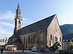Italy, South Tyrol (Alto Adige) Bolzano: Cathedral at Walther Square or Piazza Walther von der Vogelweide