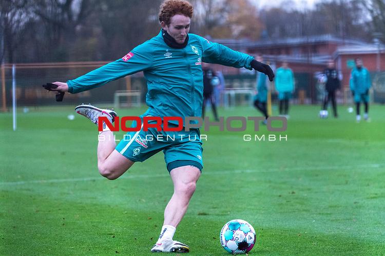 16.11.2020, Trainingsgelaende am wohninvest WESERSTADION - Platz 12, Bremen, GER, 1.FBL, Werder Bremen Training<br /> <br /> <br /> Joshua Sargent (Werder Bremen #19)<br />  ,Ball am Fuss, <br /> <br /> <br /> Foto © nordphoto / Kokenge *** Local Caption ***