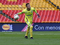 BOGOTA - COLOMBIA, 18-04-2021: Guillermo de Amores de Deportivo Cali en accion durante partido entre Millonarios F. C. y Deportivo Cali de la fecha 19 por la Liga BetPlay DIMAYOR I 2021 jugado en el estadio Nemesio Camacho El Campin de la ciudad de Bogota. / Guillermo de Amores of Deportivo Cali in action during a match between Millonarios F. C. and Deportivo Cali of the 19th date for the BetPlay DIMAYOR I 2021 League played at the Nemesio Camacho El Campin Stadium in Bogota city. / Photo: VizzorImage / Luis Ramirez / Staff.