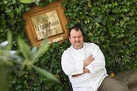 Europe/France/Provence-Alpes-Côte d'Azur/Vaucluse/Cucuron: Eric Sapet  chef du  restaurant: La Petite Maison, pl. de l'Etang, [Non destiné à un usage publicitaire - Not intended for an advertising use]
