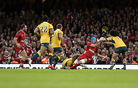 Pictured: Justin Tipuric of Wales (blue helmet) loses the ball to Joe Tomane of Australia (R) Saturday 08 November 2014<br />