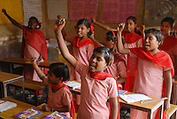 INDIA New Delhi, NGO BBA of Kailash Satyarthi, Balika Ashram, school and vocational training for former child labourer / INDIEN Neu Delhi, Balika Ashram der NGO BBA and SACCS von Kailash Satyarthi fuer ehemalige Kinderarbeiter, Schulausbildung, Alphabetisierung und berufliche Bildung fuer Maedchen