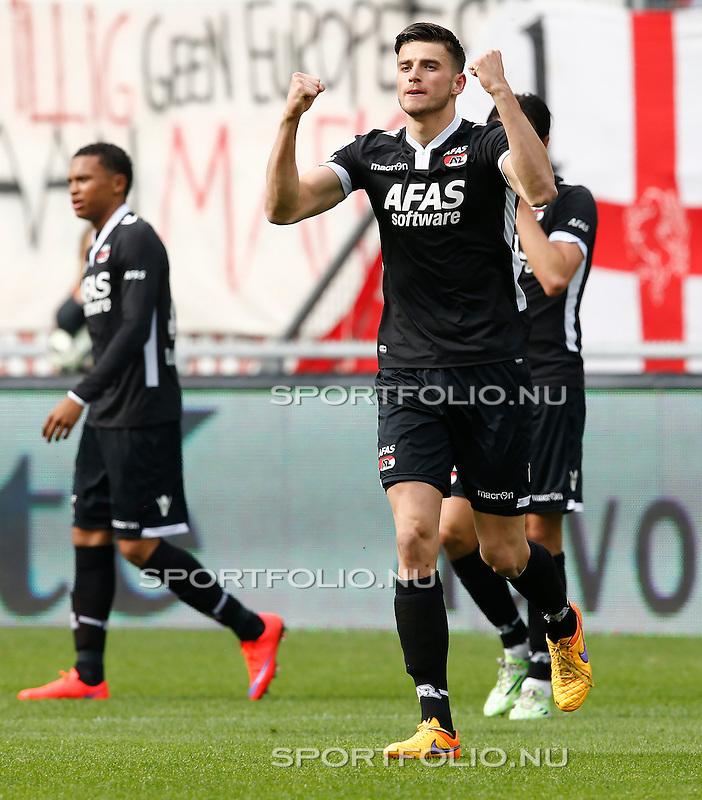 Nederland, Enschede, 26 april  2015<br /> Eredivisie<br /> Seizoen 2014-2015<br /> FC Twente-AZ<br /> Wesley Hoedt van AZ balt zijn vuisten nadat hij een doelpunt heeft gemaakt