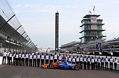 #9: Scott Dixon, Chip Ganassi Racing Honda celebrates winning the NTT P1 Award and pole position with Honda engineering staff