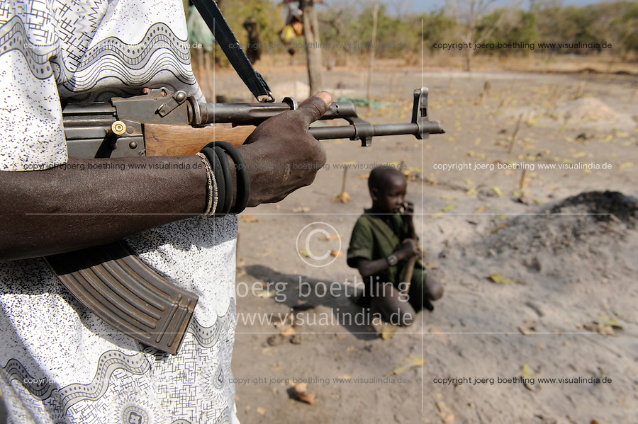 "Afrika Sued-Sudan Rumbek , mit Asche beschmierter Dinka Hirte schuetzen ihre Zeburinder vor Viehdiebstaehlen mit Kalaschnikow Maschinengewehr , Dinkas kaempfen auch fuer die SPLA fuer einen unabhaengigen Suedsudan  -  Afrikaner afrikanisch xagndaz | .Africa South Sudan Rumbek , Dinka tribe protect their Zebu cattle with AK-47 rifle from cattle raider , the also fight with SPLA for independent Southern Sudan state .| [ copyright (c) Joerg Boethling / agenda , Veroeffentlichung nur gegen Honorar und Belegexemplar an / publication only with royalties and copy to:  agenda PG   Rothestr. 66   Germany D-22765 Hamburg   ph. ++49 40 391 907 14   e-mail: boethling@agenda-fototext.de   www.agenda-fototext.de   Bank: Hamburger Sparkasse  BLZ 200 505 50  Kto. 1281 120 178   IBAN: DE96 2005 0550 1281 1201 78   BIC: ""HASPDEHH"" ,  WEITERE MOTIVE ZU DIESEM THEMA SIND VORHANDEN!! MORE PICTURES ON THIS SUBJECT AVAILABLE!! ] [#0,26,121#]"