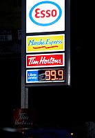 April 5 2005, Montreal (Qc) CANADA<br /> Gas hit  99,9 cents  a liter at an ESSO station in Montreal, Canada<br /> L'essence atteint 99,9 cent le litre à Montréal.<br /> Photo : (c) by Images Distribution