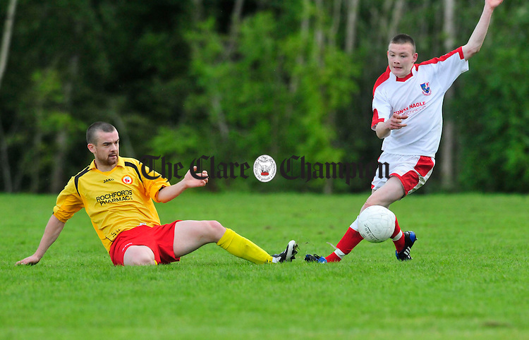 Mikey O' Mahony of Avenue Utd and Alan O' Callaghan of Corofin Harps. Photograph by Declan Monaghan