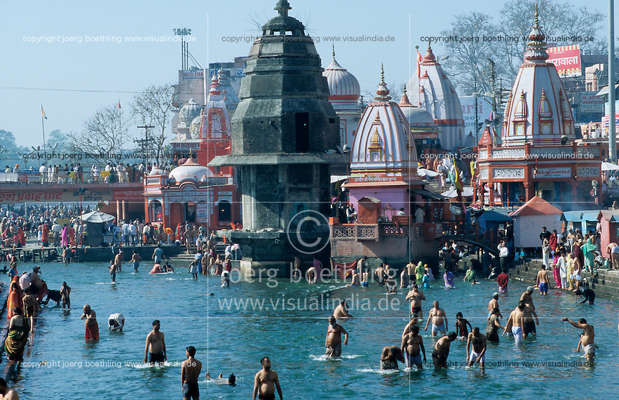 INDIA, Haridwar or Hardwar at River Ganges Ganga, Hindu temple and bathing place Ghat for HIndu pilgrims /  INDIEN Haridwar am Fluss Ganges, Hindutempel und Badestelle Ghats fuer Pilger