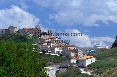 ITA, Italien, Umbrien, Castelluccio: Bergdorf in den Sibillinischen Bergen   ITA, Italy, Umbria, Castelluccio: mountain village at the Sibillini mountains