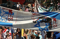 More than 15 000 persons march in the street of Montreal, August 6 2006  for a cease-fire between Israel and Lebanon.<br /> Photo by Michel Karpoff / Images Distribution