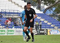 MONTERIA - COLOMBIA, 17-04-2019: David Rodriguez, árbitro, durante el partido por la fecha 16 de la Liga Águila I 2019 entre Jaguares de Córdoba F.C. y Envigado F.C. jugado en el estadio Jaraguay de la ciudad de Montería. / David Rodriguez, referee, during match for the date 16 as part Aguila League I 2019 between Jaguares de Cordoba F.C. and Envigado F.C. played at Jaraguay stadium in Monteria city. Photo: VizzorImage / Andres Felipe Lopez / Cont