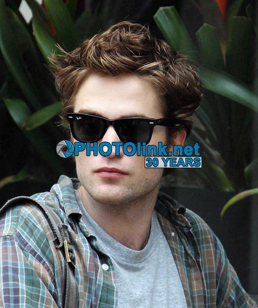 Robert Pattinson 06-15-09 Photo By John Barrett/PHOTOlink