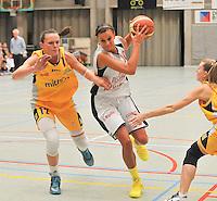 Dames Basket Waregem DBC : Maja Vucurovic aan de bal<br /> foto VDB / Bart Vandenbroucke
