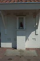 Electriciteits huisje tot kapel gecombineerd