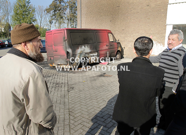 Arnhem, 241011<br /> Molotov coctails op moskee aan de Eemsstraat in Presikhaaf.<br /> Foto: Sjef Prins - APA Foto