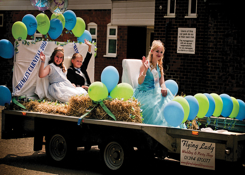 """Queen of Trimley St Martin, Zoe Hiscock arrives on her Carriage, The Flying Lady accompanied by Symone Slater and Prince Declan Garry.<br /> <br /> """"Four weeks to go until Carnival day. Did you know that the Royal baby is also due that day?"""""""