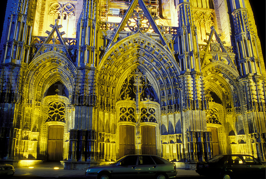 cathedral, France, Loire Valley, Loire Castle Region, Tours, Indre-et-Loire, Centre, Europe, Cathedrale St. Gatien in the city of Tours at night.