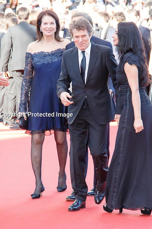 Willem Dafoe Sherry Lansing Giada Colagrende sur le tapis rouge pour la projection du film 'Bacalaureat' lors du 69ème Festival du Film à Cannes le jeudi 19 mai 2016.