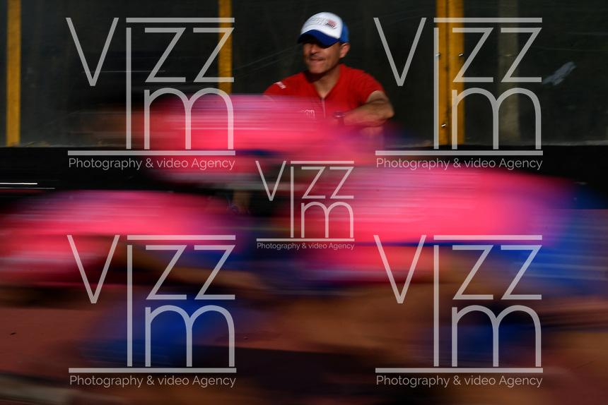 BOGOTA - COLOMBIA - 27 - 06 - 2017: Ivan Vargas, tecnico de la Selección Colombia de Carreras Manzana Postobon, prepara los patines de un patinador, durante entreno en el Patinodromo El Salitre de la Ciudad de Bogota. La selección Colombia de Patinaje de Carreras, entrena en la capital de la república, con miras a los eventos internacionales del año, Los World Games en Polonia en el mes de julio; Los Roller Games en China, en el mes de septiembre y los Juegos Bolivarianos en Colombia, en el mes de noviembre. /  Ivan Vargas, coach of the Colombia team of Skating Races Manzana Postobon, prepares the skates of a skater, during training in the Patinodrome El Salitre of the City of Bogota. The Colombia Team of Skating Races, trains in the capital of the republic, with a view to the international events of the year, The World Games in Poland in the month of July; The Roller Games in China, in September and the Bolivarian Games in Colombia, in November. / Photos: VizzorImage / Luis Ramirez / Staff.