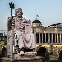 Piazza principale di Skopjie, grandiosi monumenti per incitare al nazionalismo Skopjie main square, monuments to increase nationalism<br /> statua di Giustiniano statue of Justinian