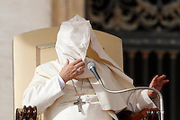 Una raffica di vento solleva la mantella di Papa Francesco durante l'udienza generale del mercoledi' in Piazza San Pietro, Citta' del Vaticano, 5 novembre 2014.<br /> Pope Francis has his mantle blown by a gust of wind during his weekly general audience in St. Peter's Square at the Vatican, 5 November 2014.<br /> UPDATE IMAGES PRESS/Riccardo De Luca<br /> <br /> STRICTLY ONLY FOR EDITORIAL USE